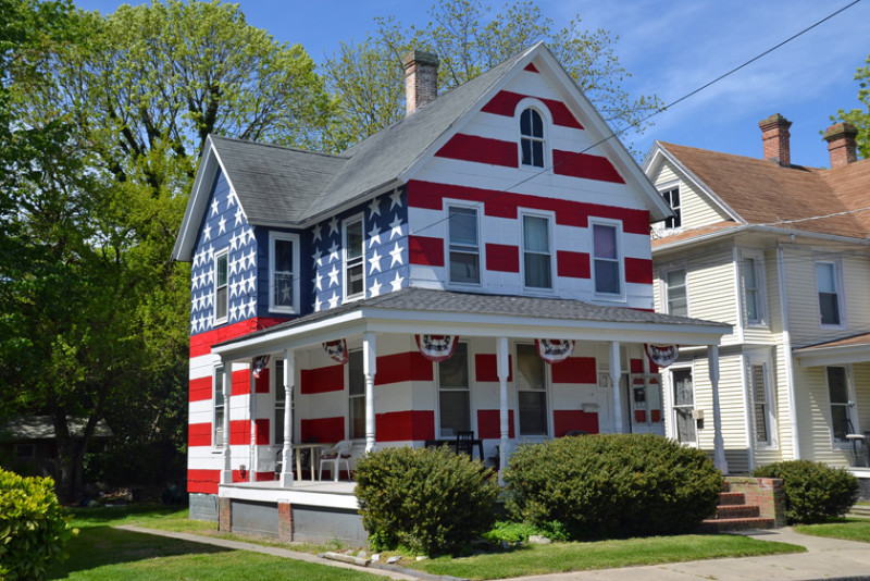 Expats can buy a home in the U.S.